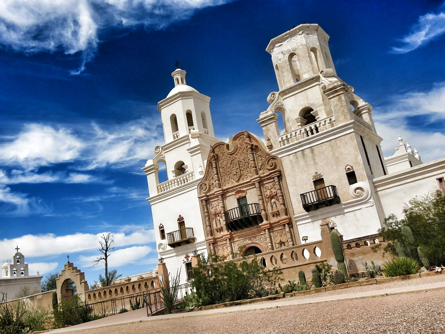 Tucson, AZ: Mission San Xavier Del Bac - Road Pickle
